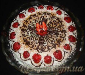 Торт с творожным суфле и клубникой