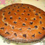 Черносмородиновый пирог с черносливом