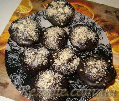 Манные кексы с шоколадом в шоколадной глазури