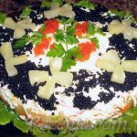 Салат с морепродуктами и ананасом Нептун