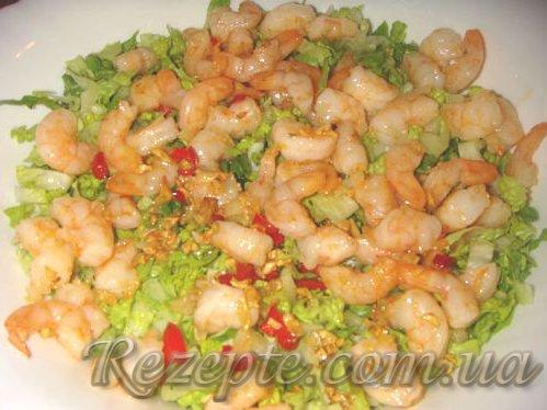 Острый салат с креветками