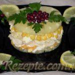 Салат с ананасом