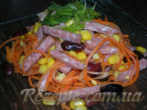 Салат с копченой колбасой Чешский