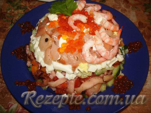 Салат с семгой и кальмарами