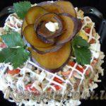 Салат с мясом и сливой