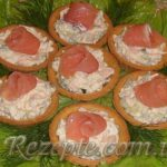 Тарталетки с красной рыбой и сыром
