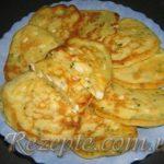 Оладьи с яйцом и зеленым луком