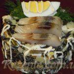 Салат с морской капустой и селёдкой
