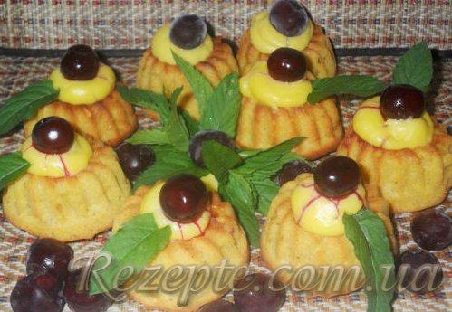 Яблочные маффины с корицей и ванильным соусом